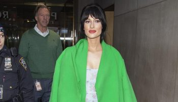 kacey-musgraves-in-neon-dorothee-schumacher-coat-outside-the-today-show