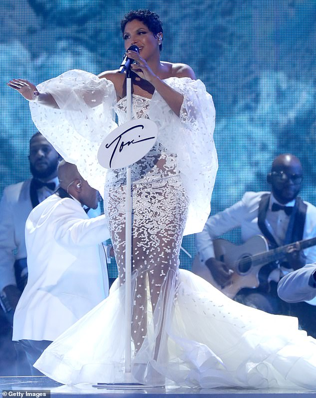 toni-braxton-in-yousef-al-jasmi-performs-2019-american-music-awards