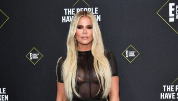 khloe-kardashian-in-laquan-smith-2019-peoples-choice-awards