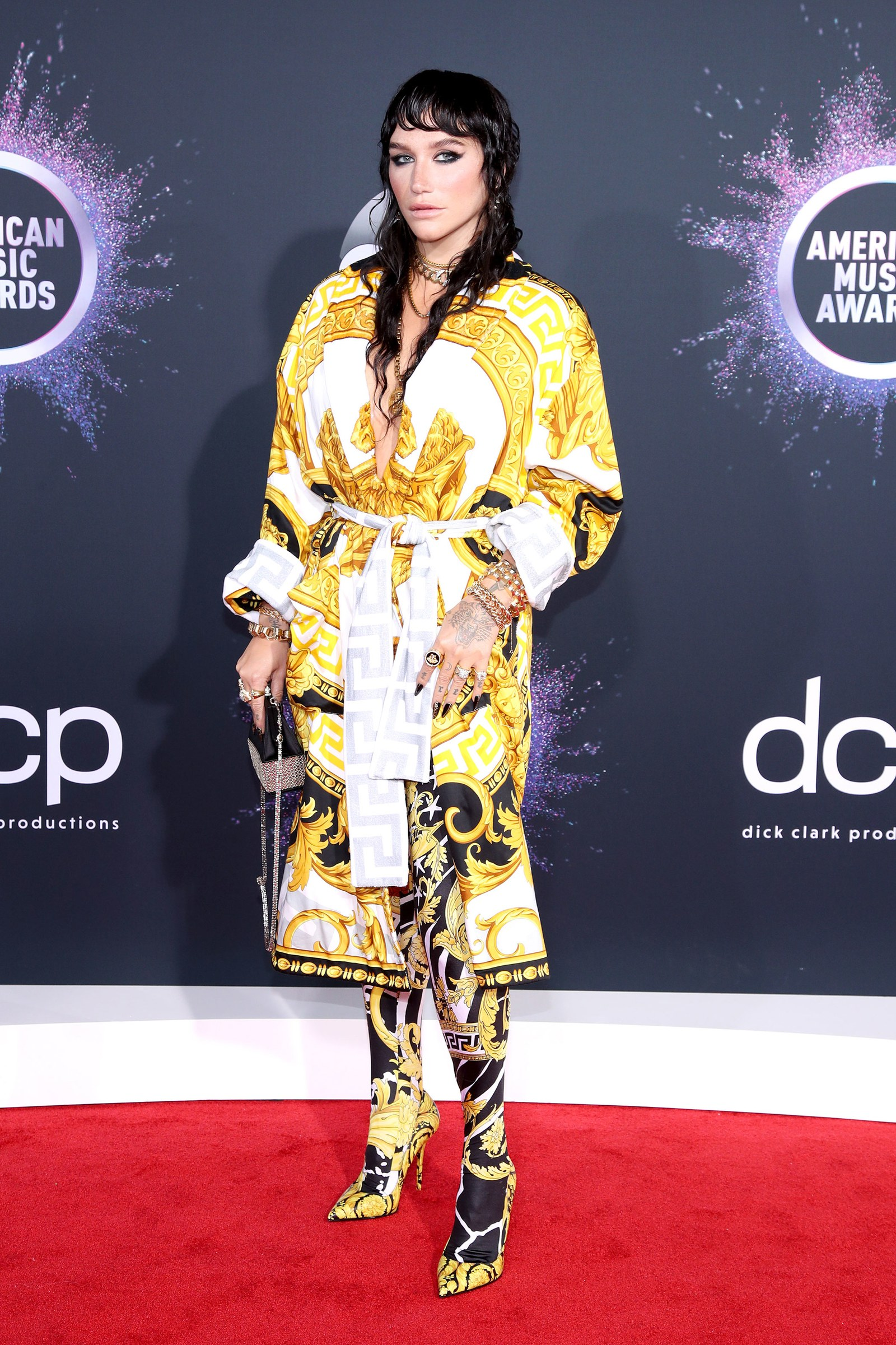 kesha-in-versace-2019-american-music-awards