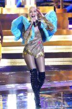 Gwen Stefani  In  Falguni & Shane Peacock Performing  'Rich Girl' On 'The Voice'