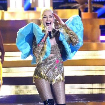 gwen-stefani-in-falguni-shane-peacock-performing-rich-girl-on-the-voice