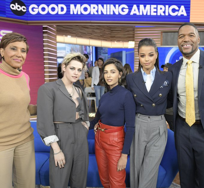 naomi-scott-in-alberta-ferretti-good-morning-america