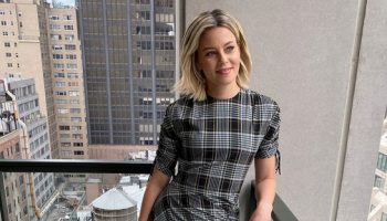 elizabeth-banks-in-jonathan-simkhai-co-hosting-live-with-kelly-and-ryan
