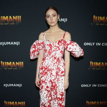 karen-gillan-in-rosie-assoulin-the-jumanji-the-next-level-mexico-cast-photocall