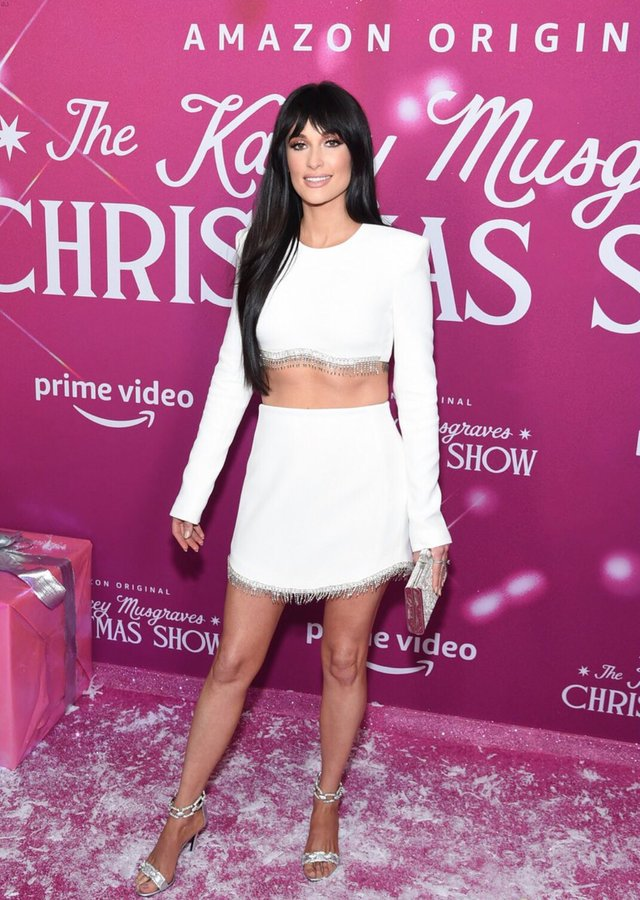 kacey-musgraves-in-david-koma-the-kacey-musgraves-christmas-show-new-york-screening