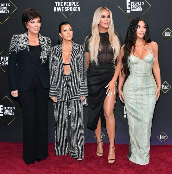 kim-kardashian-west-kris-jenner-khloe-kardashian-kourtney-kardashian-2019-peoples-choice-awards