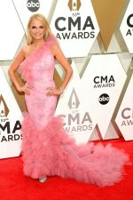 Kristin Chenoweth  In Christian Siriano @ 2019 CMA Awards