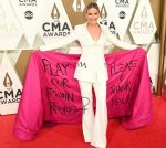 Jennifer Nettles  In Christian Siriano  @ 2019 CMA Awards