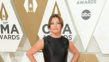 martina-mcbride-in-carolina-herrera-2019-cma-awards