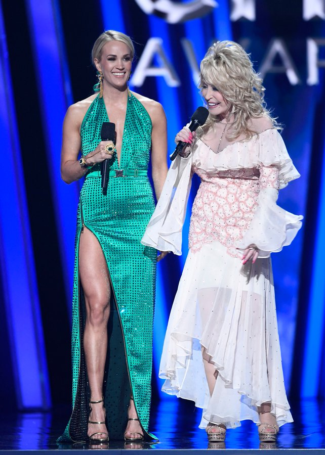 carrie-underwood-in-the-blonds-2019-cma-awards