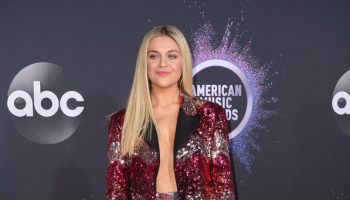 kelsea-ballerini-in-gucci-2019-american-music-awards