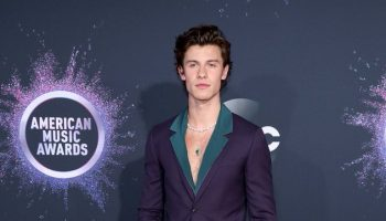shawn-mendes-in-paul-smith-2019-american-music-awards