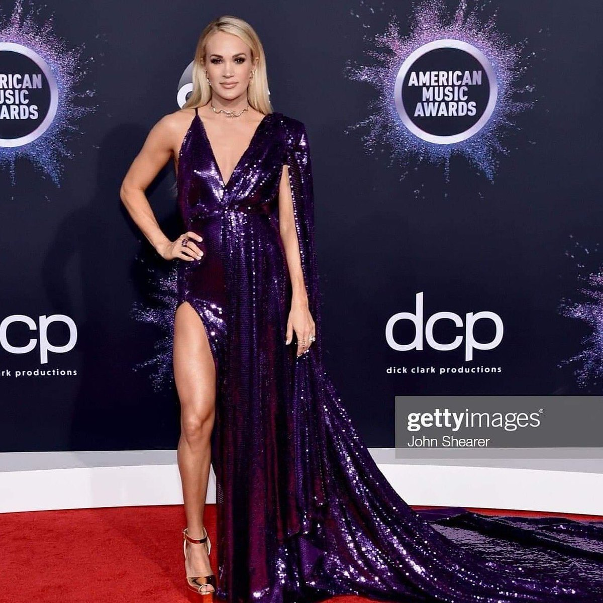 carrie-underwood-in-stello-gown-2019-american-music-awards