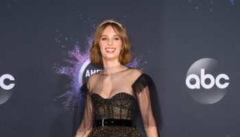 maya-hawke-in-christian-dior-2019-american-music-awards