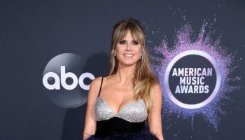 heidi-klum-in-monsoori-2019-american-music-awards