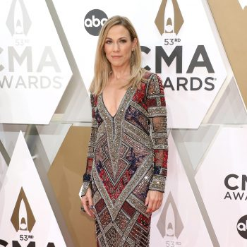 sheryl-crow-in-naeem-khan-2019-cma-awards