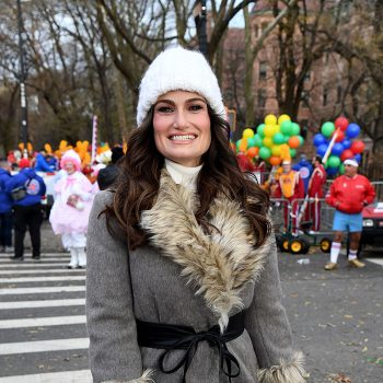 idina-menzel-attends-2010-macys-thanksgiving-day-parade