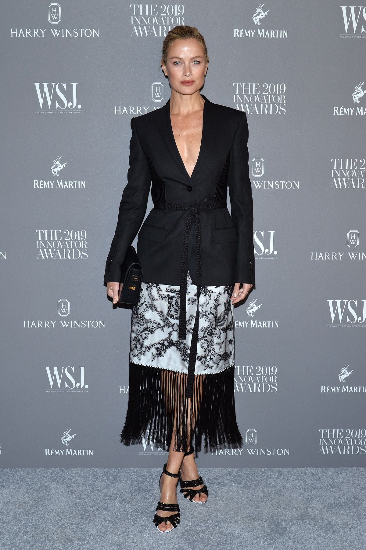 carolyn-murphy-in-burberry-the-wsj-magazine-2019-innovator-awards