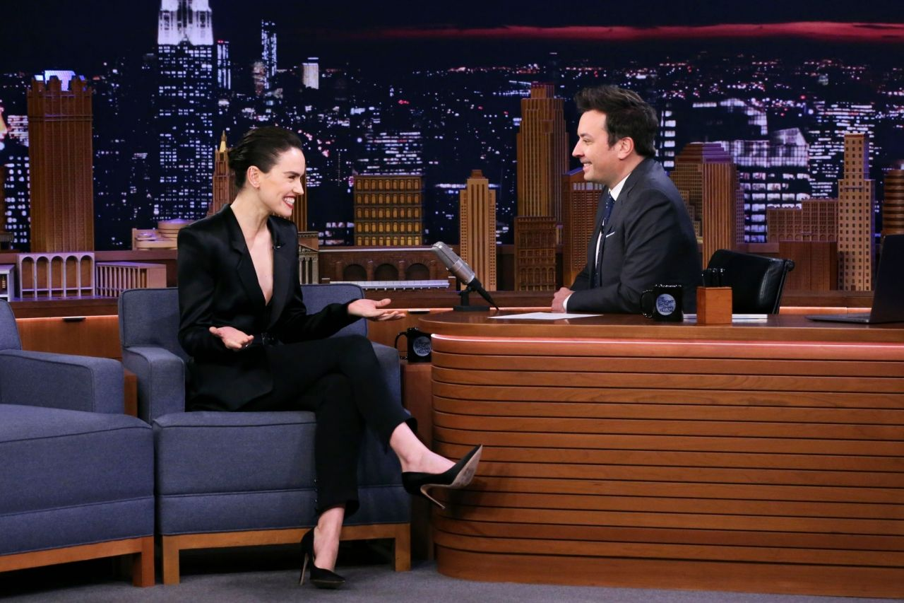 daisy-ridley-in-august-getty-suit-the-tonight-show-with-jimmy-fallon