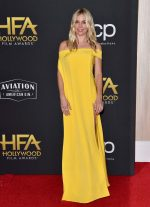 Sienna Miller de Cong Tri  @ The 2019 Hollywood Film Awards