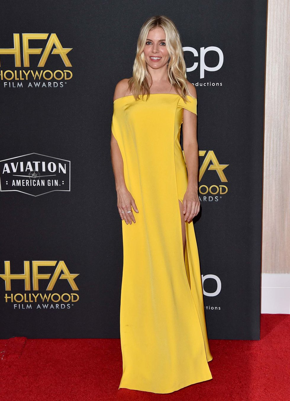 sienna-miller-de-cong-tri-the-2019-hollywood-film-awards