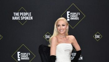 gwen-stefani-in-vera-wang-bridal-2019-peoples-choice-awards