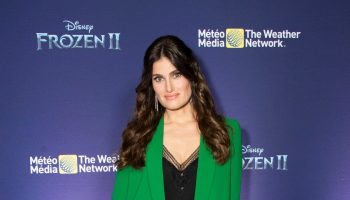 idina-menzel-in-alice-olivia-suit-frozen-2-fan-event