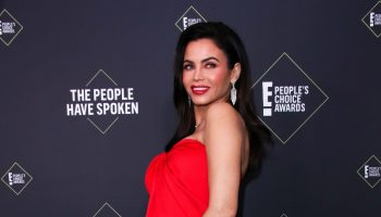 jenna-dewan-in-monique-lhuillier-2019-peoples-choice-awards