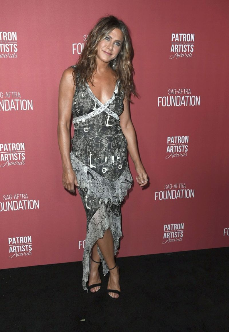 jennifer-aniston-in-vintage-john-galliano-2019-patron-of-the-artists-awards