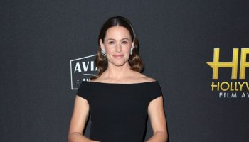 jennifer-garner-in-stella-mccartney-2019-hollywood-film-awards