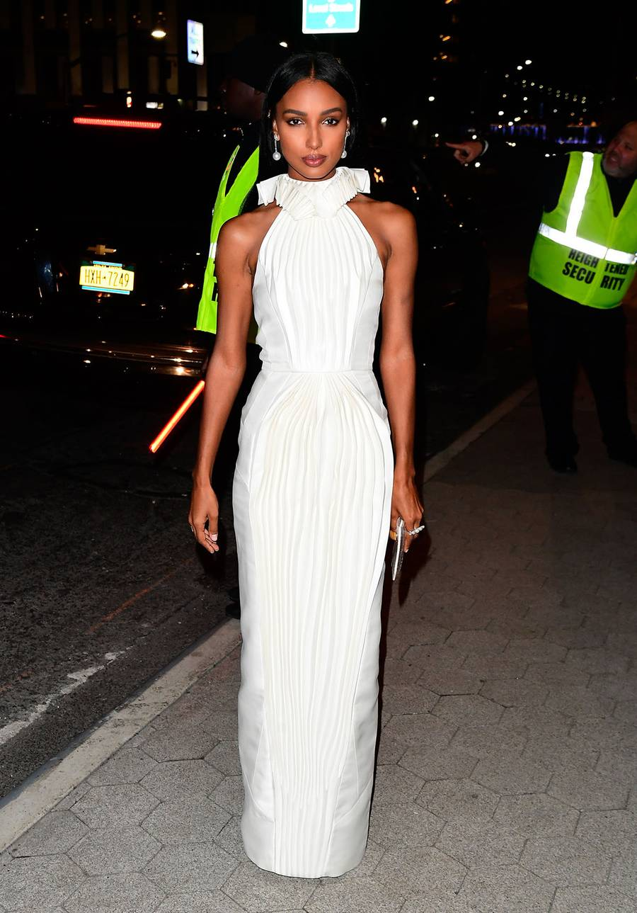 jasmine-tookes-in-azzi-osta-2019-cfda-and-vogue-fashion-fund-awards