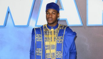 john-boyega-in-blue-agbada-design-star-wars-the-rise-of-skywalker-london-premiere