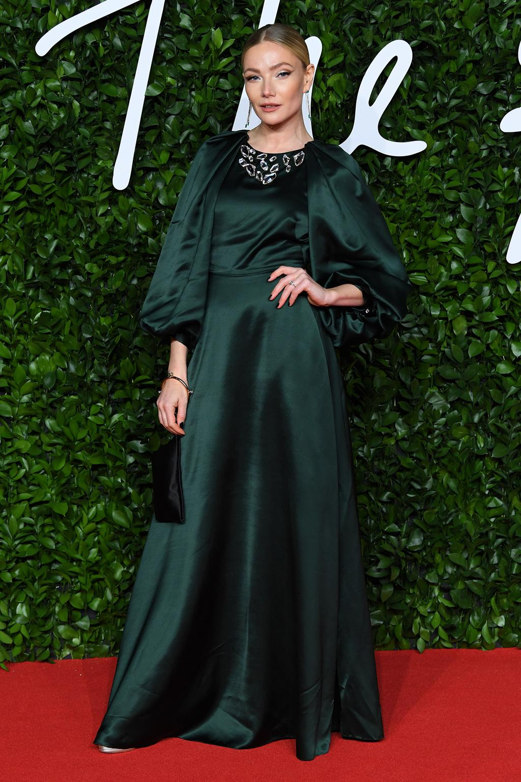 clara-paget-2019-british-fashion-awards
