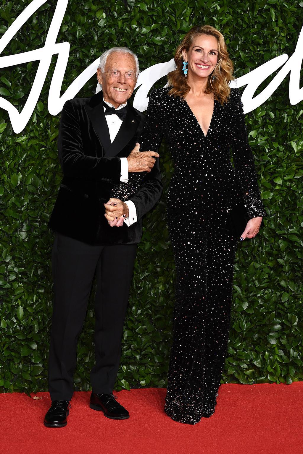 giorgio-armani-julia-roberts-wearing-armani-2019-british-fashion-council-awards