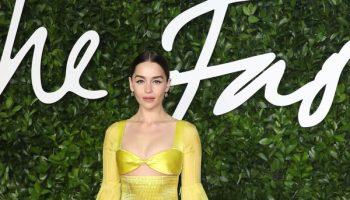 emilia-clarke-in-schiaparelli-haute-couture-2019-the-fashion-awards