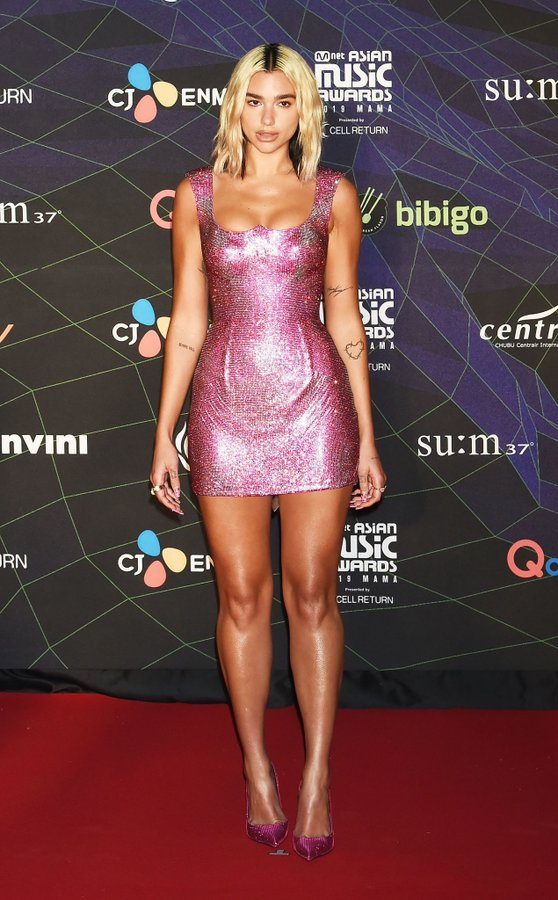 dua-lipa-in-atelier-versace-the-2019-mnet-asian-music-awards