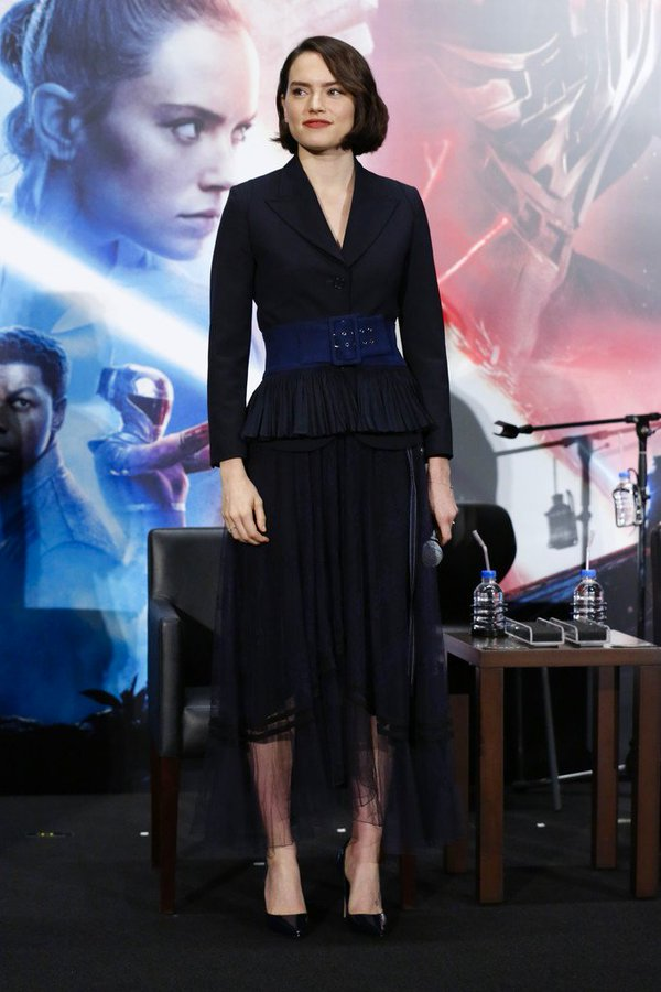 daisy-ridley-in-chloe-the-star-wars-the-rise-of-skywalker-tokyo-press-conference