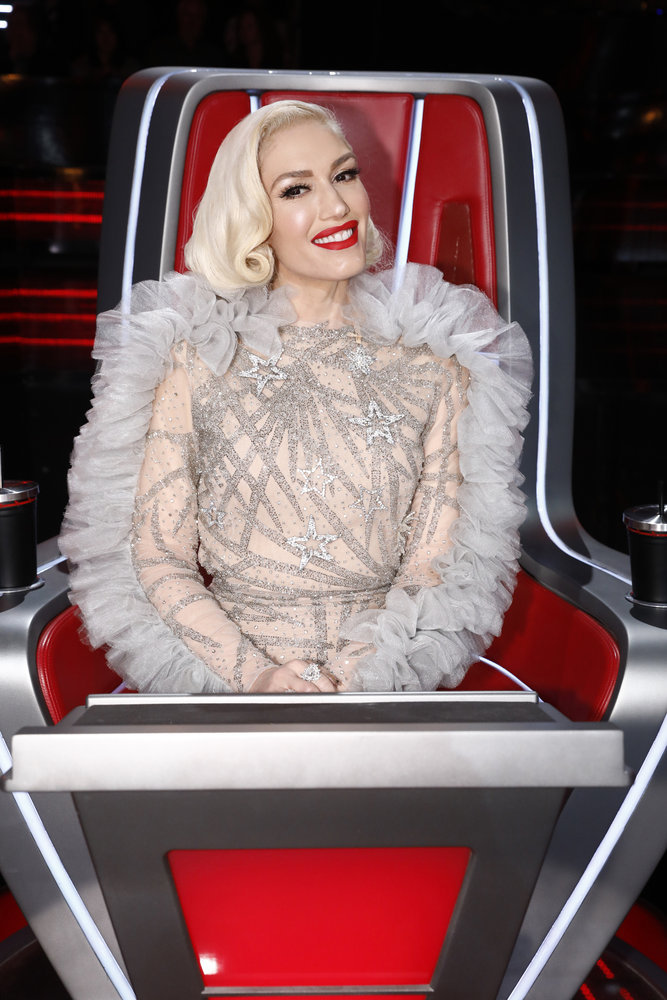 gwen-stefani-in-ruffled-dress-on-the-voice-live-semi-final-results