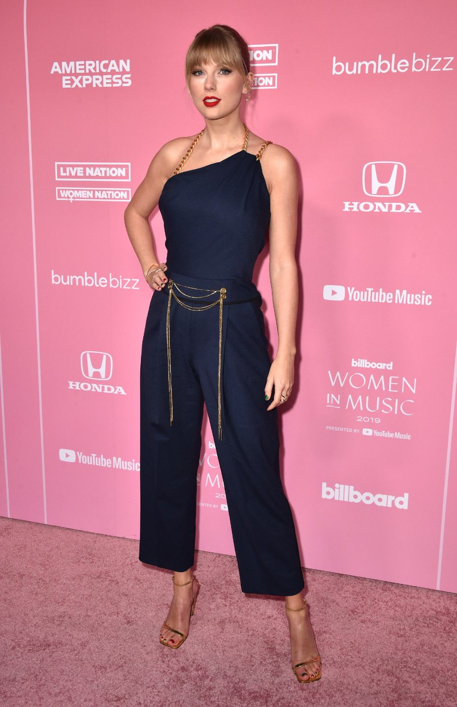 taylor-swift-in-oscar-de-la-renta-2019-billboard-women-in-music-event