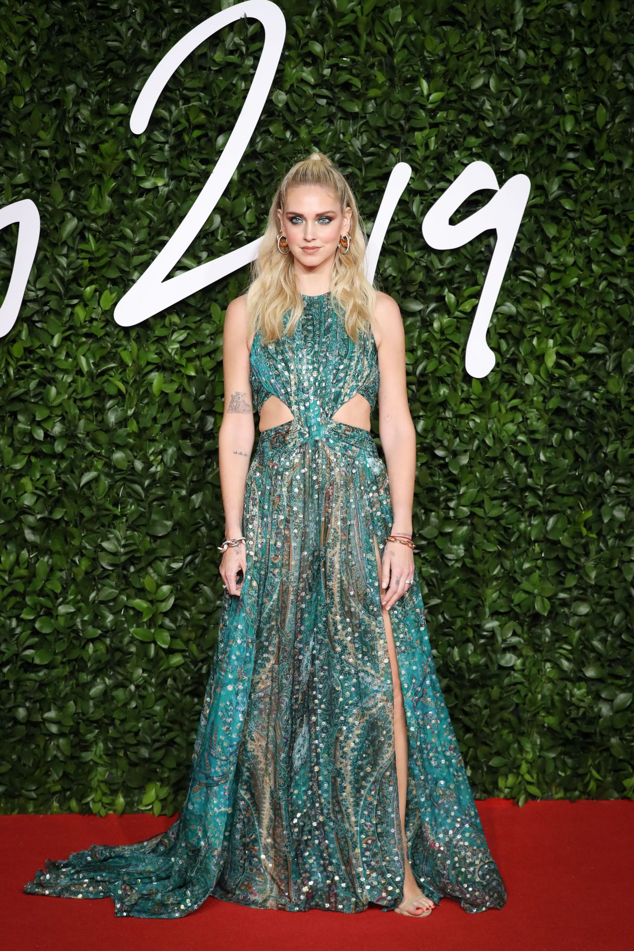chiara-ferragni-in-etro-2019-british-the-fashion-awards