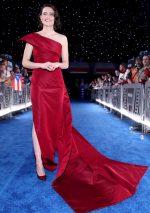 """Daisy Ridley  In Oscar De La Renta  @  """"Star Wars: The Rise of Skywalker"""" LA Premiere"""