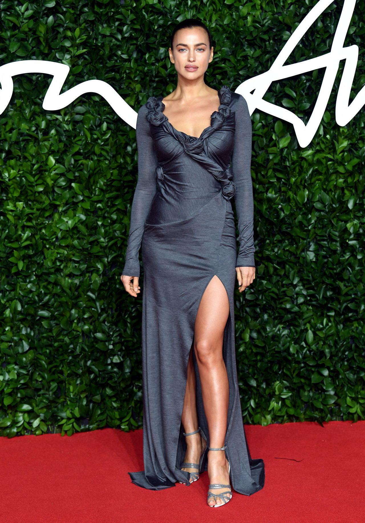 irina-shayk-in-burberry-2019-british-fashion-council-awards