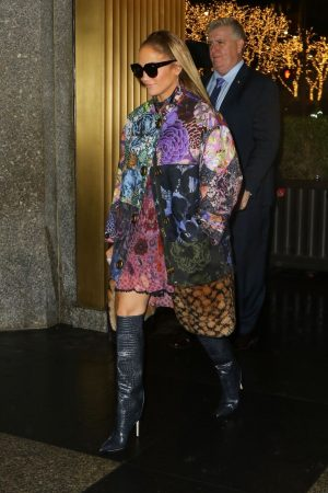 jennifer-lopez-in-coach-coat-arriving-the-tonight-show-starring-jimmy-fallon