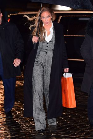 jennifer-lopez-in-dolce-gabbana-out-in-new-york