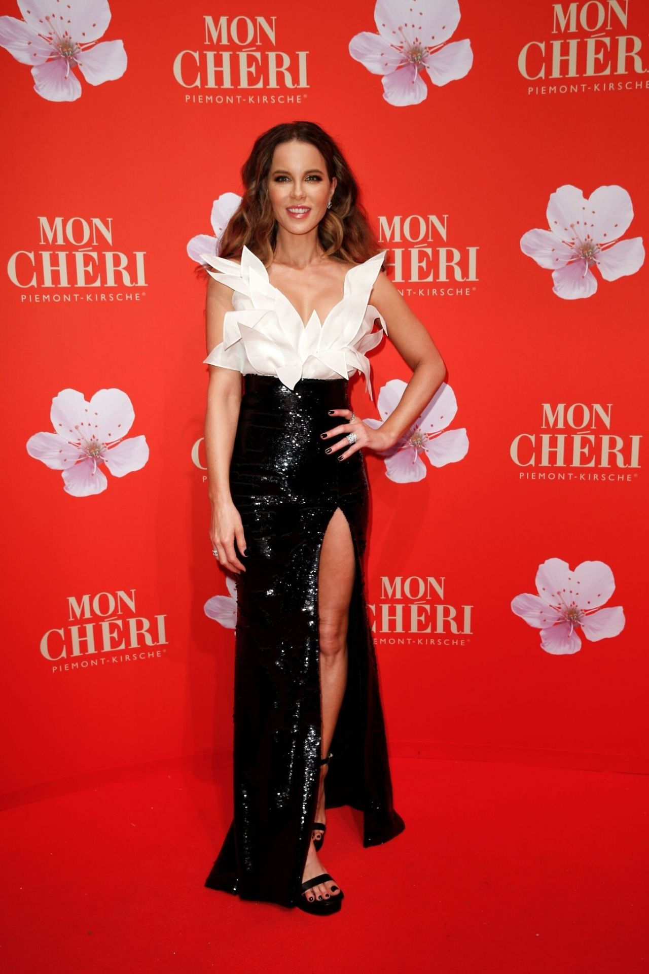 kate-beckinsale-yanina-couture-mon-cheri-barbara-tag-ball-in-munich