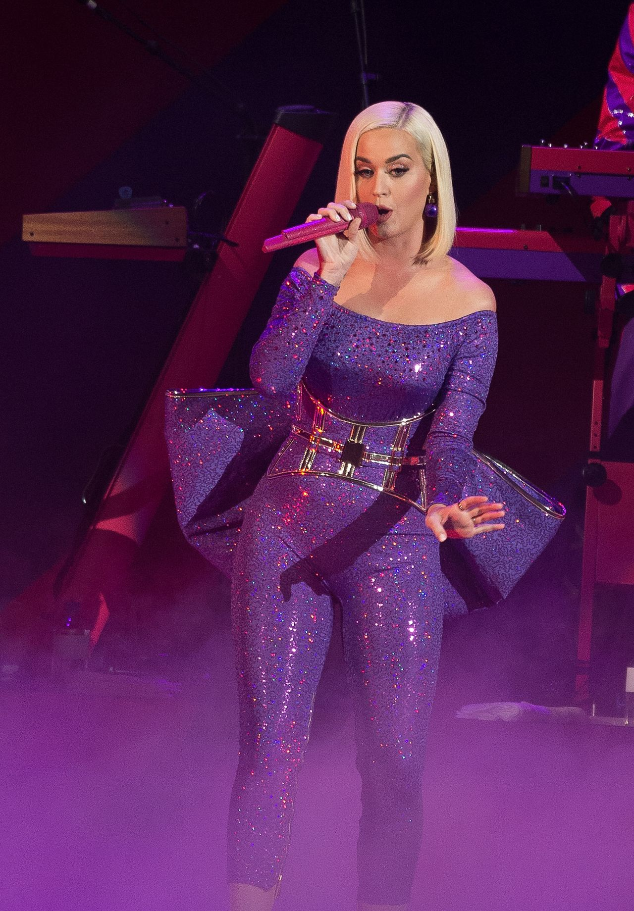 katy-perry-in-the-blonds-b96-jingle-bash-in-chicago