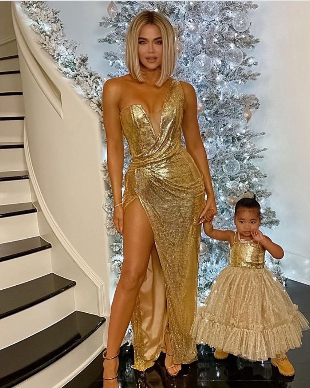 khloe-kardashian-true-thompson-in-bryan-hearns-christmas-2019