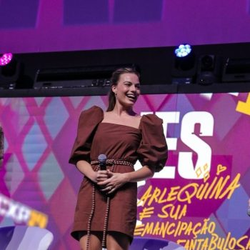 margot-robbie-in-johanna-ortiz-cinemark-panel-at-ccxp-2019-in-sao-paulo
