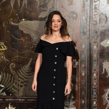 marion-cotillard-attends-chanel-metiers-dart-2019-2020-show-in-paris